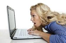 mujer-computadora-internet-enojada-triste